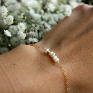 Náramek s perličkama a korálkem